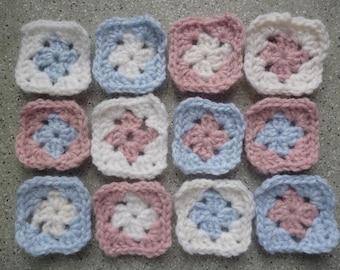 Lot de 12 granny au crochet réalisés à la main en laine rose, bleu, écru