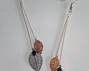 Great earrings thin black/gold leaves