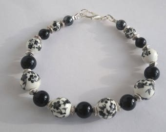 To order: matching earrings - porcelain and black agate bracelet
