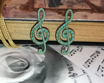 2 gorgeous pendants treble clef, green patinated bronze vintage spirit of grey, 15 * 33 mm