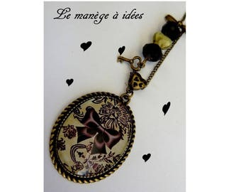 """""""The bow on lace chic"""" pendant necklace bronze metal."""