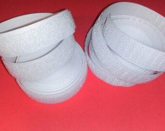 Bande velcro blanc idéal pour des fermetures pratiques et rapides à prix discount
