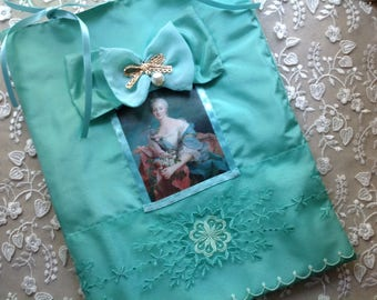 Pouch with portrait of marquise silk lingerie