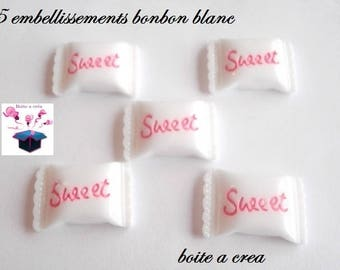 5 embellishments white candy with writing pink 21mm x 19mm