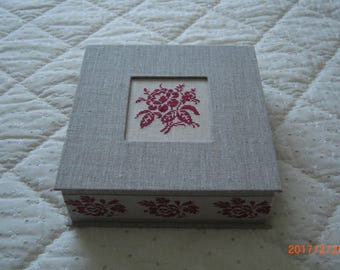 Box made by hand, covered with linen, embroidery flower Digoin