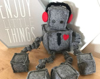 ROBOT in grey felt