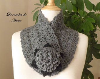 Dark gray Choker / black, adorned with a flower brooch!