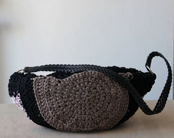 Black crochet bag, taupe and pink