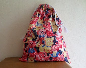 """double pouch made with a """"full"""" animal fabric"""