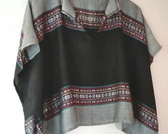Top short and wide, black and gray poncho with colorful