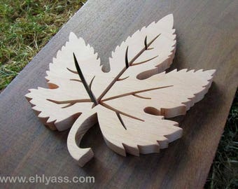Solid wood (fretwork) maple leaf
