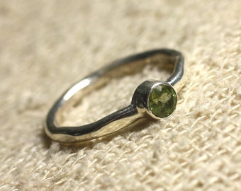 N225 - 925 sterling silver and gemstone - faceted 4 mm Peridot ring
