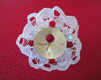 Ring faux watch and white lace