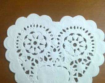 SET OF 40 DOILIES WHITE SCALLOPED PAPER HEARTS