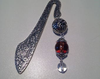 Bookmark in silvery metal decorated with Brown and gray beads