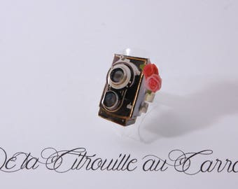 Old camera, pink flowers ring
