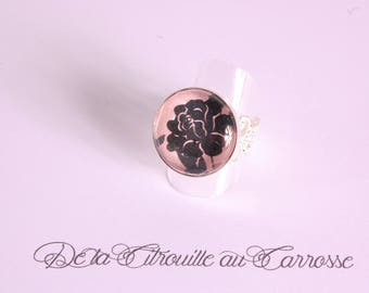 Black and pink floral cabochon ring
