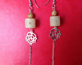 Earrings in beige with openwork rhinestones and pink chain