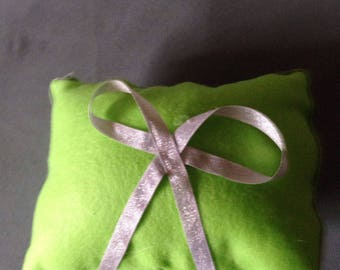 Small) Lime green pillow with Sliver      Bow
