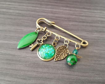 Shuttle green Cabochon brooch.
