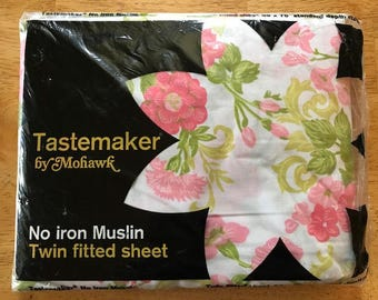 NIP | Twin Size | Fitted Sheet | Tastemaker by Mohawk | Pink Floral on White