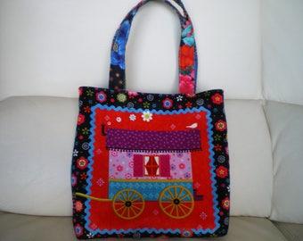 Small hand bag in velvet fabric