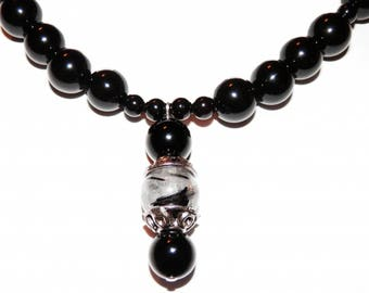 Mid-long necklace with silver beads, with its Onyx