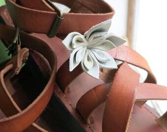 SPECIAL CLIENTS SANDALS: Flower (s) to fit on lannière him