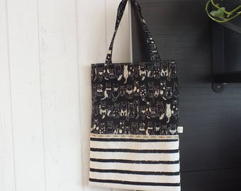 """Tote bag / Tote in black and white printed """"cats""""."""