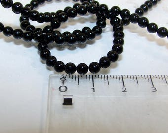 Set of 4 beads diameter 4 mm round black onyx. Semi-precious stones. (2515117)