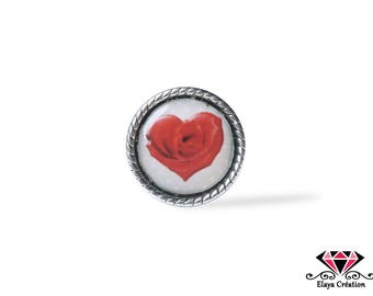 Ring adjustable cabochon red rose petal heart - background with polka dots