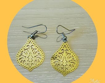 metal leaf shaped earring