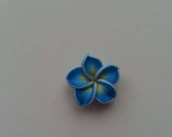 fleur en pate polymere bleu    20mm