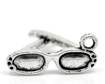 6 charms in antique silver 3D glasses