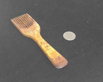Oak comb for yarn and weaving