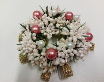 Girocandela with white flowers and pink and white pearls