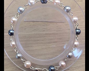 Pink and grey glass beads bracelet