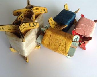 Set of 5 cardboard with thread spools