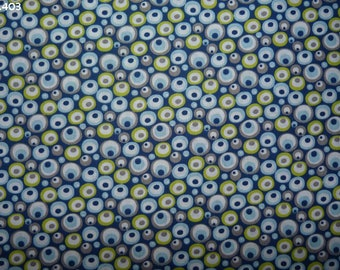 Gray C403 circles fabric and lime on a blue coupon 35x50cm