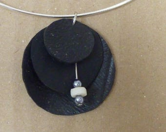 Round pendant in inner tube and beads