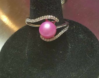 Adjustable ring with pearl