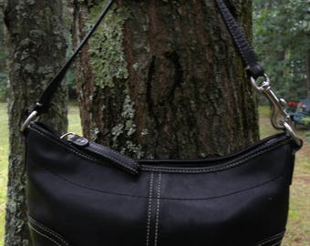Vintage Coach 4283 black leather Baguette..shoulder bag