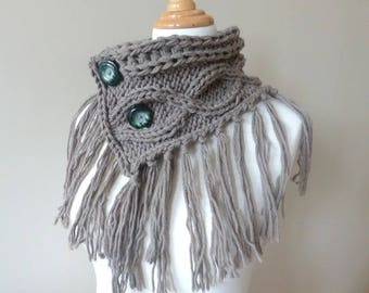 "Collar blanket fringe ""choice of buttons"""