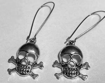 Silver tone metal carved skull dangle charms drop earrings kidney wire earrings