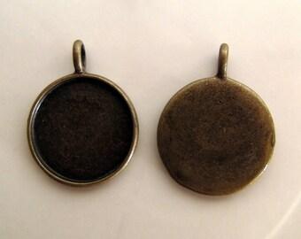Cabochon pendant antique bronze medallion