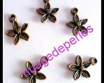4 metal flower charms