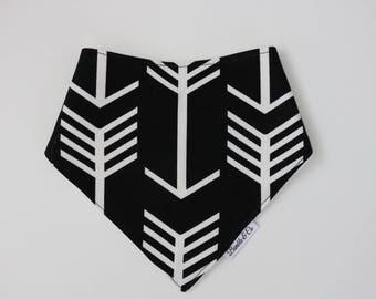 Dribble bib // Bandana bib// Bibs // Drool bib // Monochrome // Arrows // Black and white