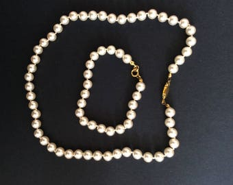 Faux Pearl Necklace and Bracelet set [SKU194]