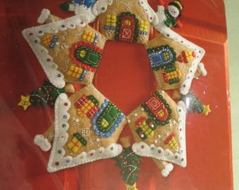 Bucilla Gingerbread Wreath -  Felt Christmas Home Decor Kit New/Unopened 2015 #86677