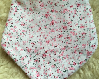Daylong FinPin Baby bib- small pink flower